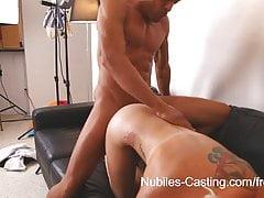 Nubiles Casting - Czy jej ciasna cipka nastolatka zabierze jego ogromnego kutasa