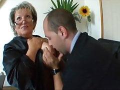 Angela nimmt viele Schwänze