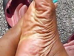 Infradito con i piedi di ebano