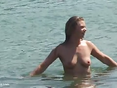 Nicole and Ally go walkabout-Homemade Amateur Video