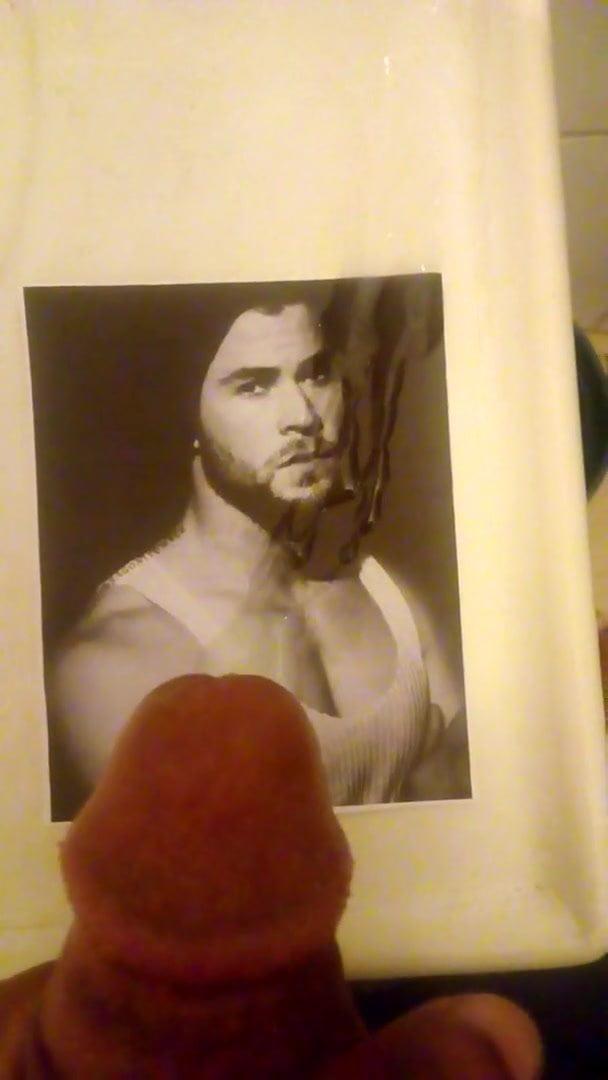 Chris Hemsworth cum tribute
