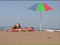 Ręczna robota na plaży.mp4