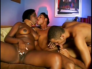 Blowjob Shemale Black And Ebony Shemale Anal Shemale vid: Black Lady and Latin BiSex Guys