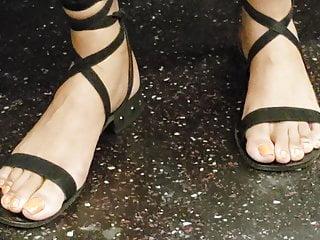 Black Foot Fetish Milf vid: Candid ebony feet