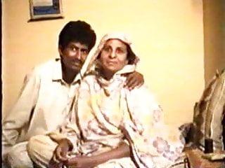 Hardcore Vintage Mature video: Pakistani Amateur couple home made vintage