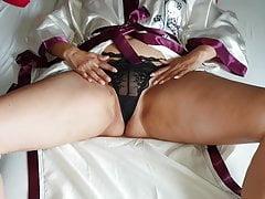 Alysha Stretching &Amp; Fingering Her Wet Pussy To Orgasm