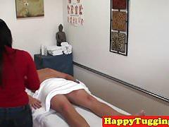 Asiatische Massage Handjob bei hiddencam