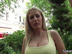 Niemiecki skaut - gorąca mamuśka Blanche uwodzi do pieprzenia się z ulicy