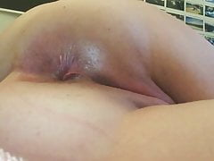 PAWG pieprzy się w dupę - masturbacja analna