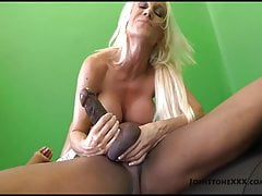 Big Tit Blonde Blonde MILF Ashley Chambers Sucks Big Black Cock