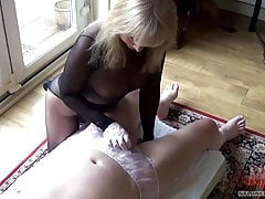 Encased blonde geolied handjob in slipje