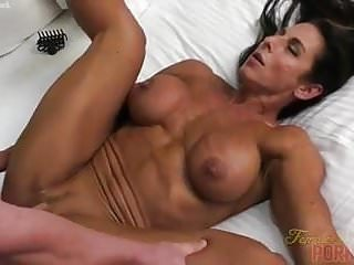 Blowjobs Milfs porno: Naked Female Bodybuilder Fucks and Sucks Cock