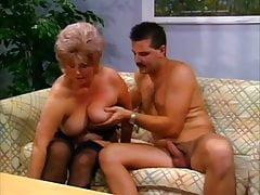 23.Um die vollen 38 min.Video-Kontakt mit mir zu bekommen, #grandma #mature