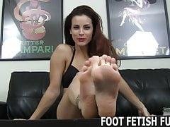Postanowiłem pozwolić ci czcić moje stopy