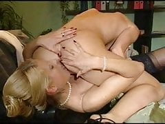 Piękna blondynka duże wargi sromowe duże wargi cipki lesbijek lizały