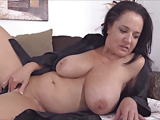 Big Boobs Cougars Sybian video: Milf on sybian