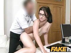 Fake Agent Enge Amateurin mit Brille Creampie-Porno-Casting
