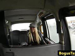 Slutty blonde Brit Cocksucks und Fahr Cabbie