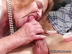 Babcia pobiera seks, którego pragnie