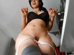 SEXY AMATEUR GIRLS SHOW OFF