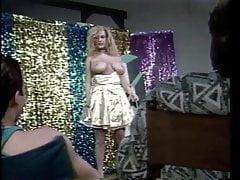 Vintage-Busty Slut chce być Showgirl 02-Dancing & Fucking