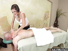 AMZ - Busty Teen's Massage bekommt seinen Schwanz hart
