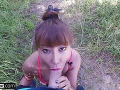 Asian MILF Tiffany Rain wird nach ihrer Wanderung mit Sperma überschüttet