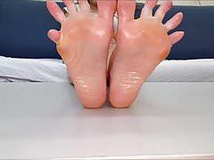 Adrianna przenosi swoje seksowne stopy (rozmiar 38)