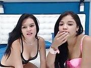 dos chicas se aman frente a la cam
