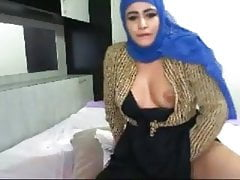 Arabe solo boobs