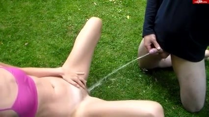 Секс лесби зрелой женщины с молодой