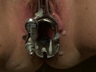 Amateur Bbw xxx: speculum opened pussy gets covered in cum