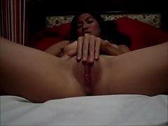 Heiße Brünette Frau für ihren Mann masturbiert