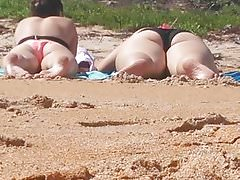 Candid Fat Ass Teen in spiaggia