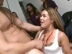 Busty Babe bekommt Sperma auf ihrem Gesicht und Titten