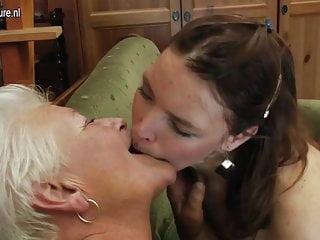 奶奶舔屁股和亂搞年輕可愛的女孩