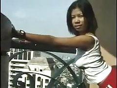 Azjatyckie obciąganie na balkonie