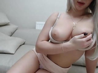 this bimbo is so sexy.. i wanna marry her and cum on herface