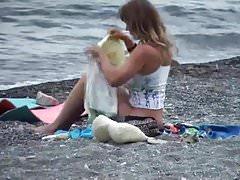 Sexy Squatter Beach Voyeur
