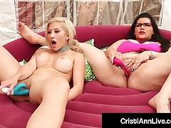 Asiatische Latina Cristi Ann Bangs Pussy mit BBW Angelina Castro