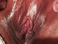 Cumming sexy figa bagnata e spruzzando