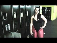 Trening siłowy z grubą dziewczyną