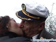 Hugetits piękna ssąca kutasa seniorów