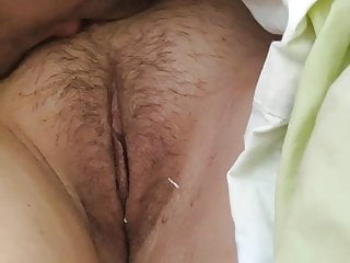 Hairy Brunette Kissing video: Dear pussy