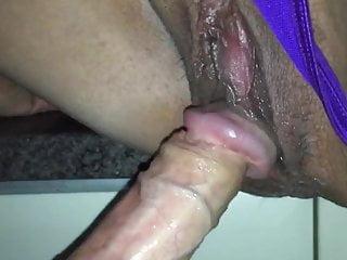 我性感的妻子又在我的陰莖上噴硬了