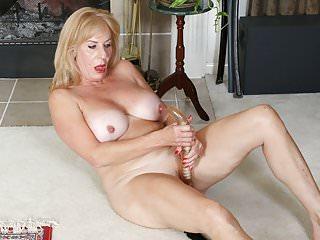 Milfs Grannies Pantyhose video: American granny Phoenix Skye shows her depraved skills