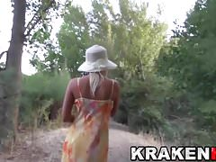 Krakenhot - Voyeur video con una bionda calda all'aperto