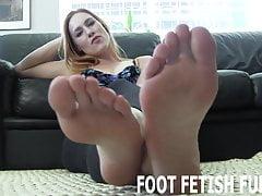 Budu vás vzrušovat svými pěkně růžovými nohama