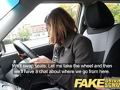 Fake Driving School jonge ebony leerling geniet van een creampie voor