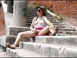 Vega Bausch barefoot & naked
